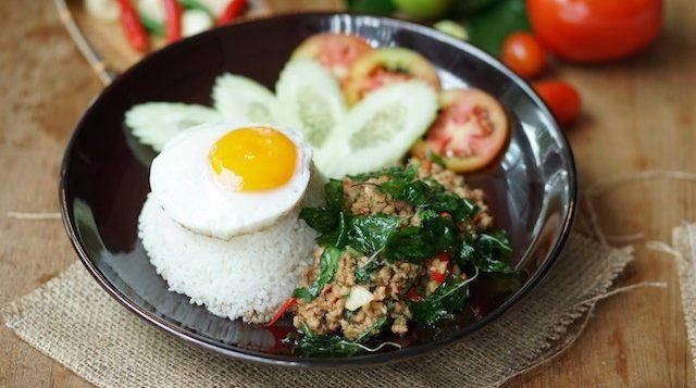 novotel-phuketkaron-oceans-restaurant-pad-kaprow-moo