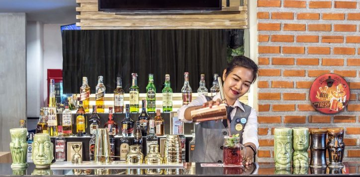 bar-at-champions-sports-bar-and-grill-model-nichawan-2