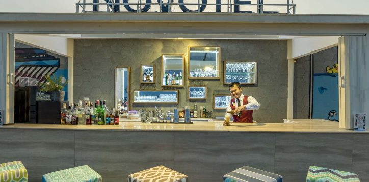 bar-at-sky-bar-model-sontaya