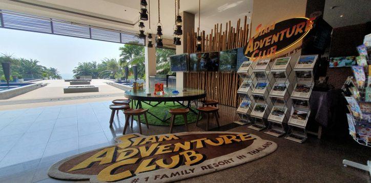 tours-adventures-desk