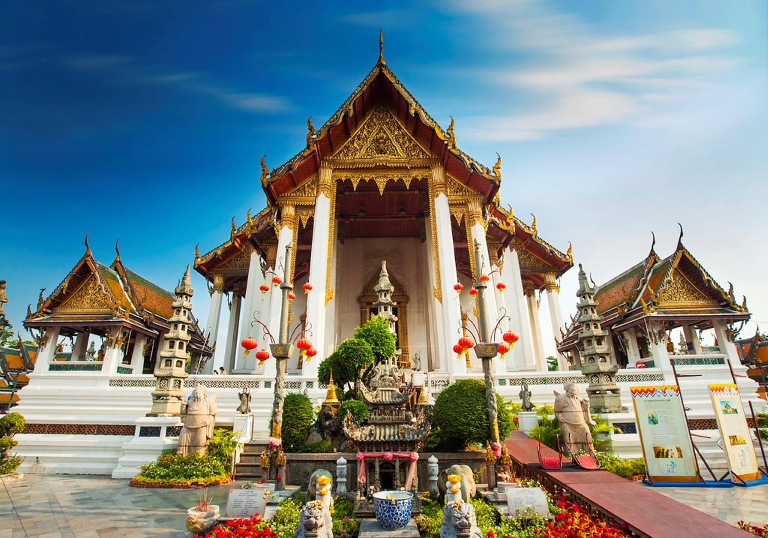 Hasil gambar untuk Wat Suthat