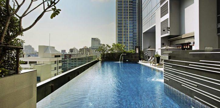 novotel-bangkok-ploenchit-sukhumvit-pool