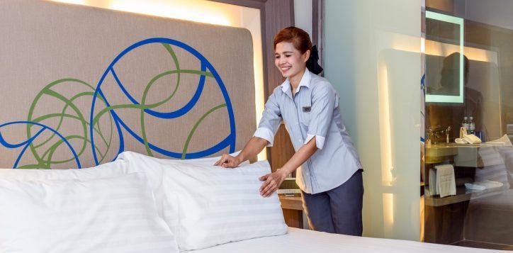 novotel-bangkok-ploenchit-sukhumvit_room-wtih-hk-service-1