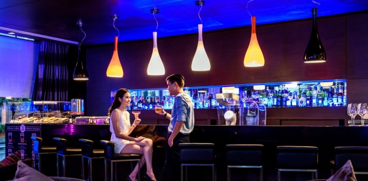 dee-lounge-novotel-bangkok-ploenchit-sukhumvit-1