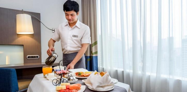room-service-novotel-bangkok-ploenchit-sukhumvit-1-2