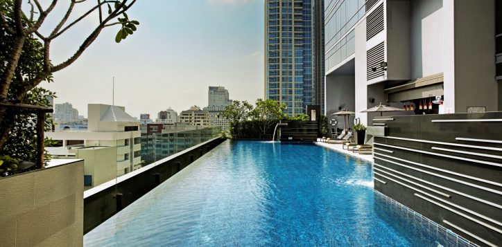 bangkok-hotel-with-swimming-pool