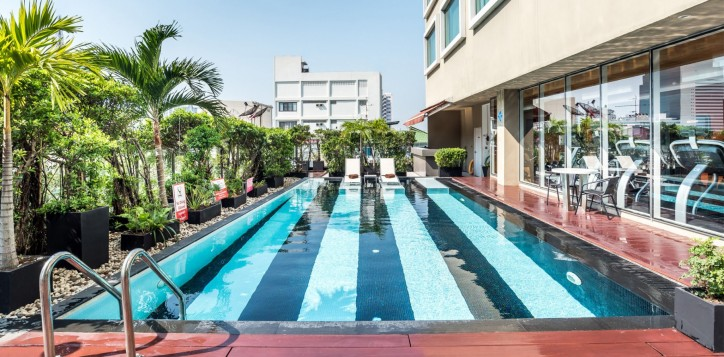 novotel-bangkok-fenix-silom-homepage-swimming-pool-2
