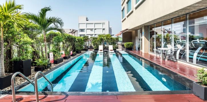 novotel-bangkok-fenix-silom-homepage-swimming-pool-2