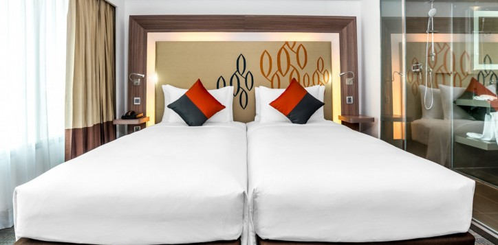 novotel-bangkok-fenix-silom-guest-room-superior-room-twin-beds