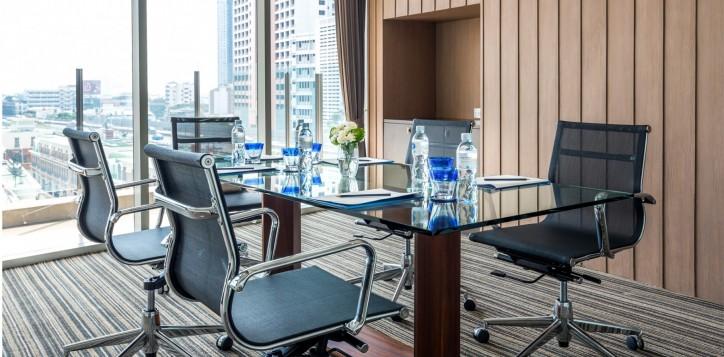 novotel-bangkok-fenix-silom-meeting-_-event-board-room