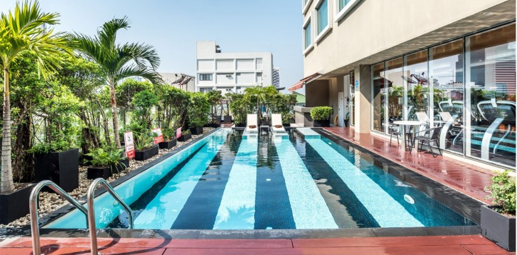 novotel-bangkok-fenix-silom-swimming-pool-001-2