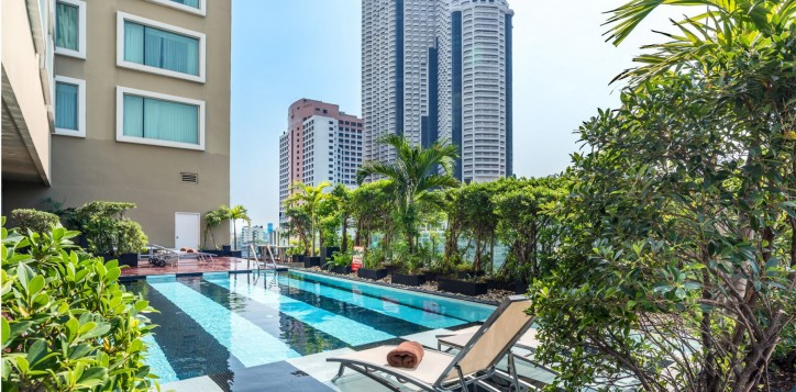 novotel-bangkok-fenix-silom-swimming-pool-002