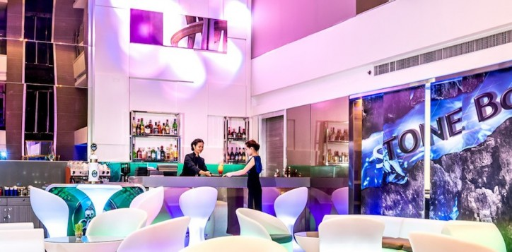 novotel-bangkok-fenix-silom-bar_restaurant-stone-bar