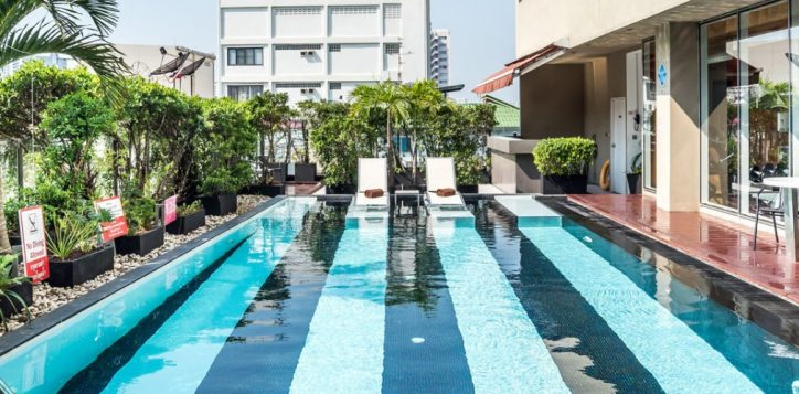 novotel-bangkok-fenix-silom-homepage-swimming-pool2