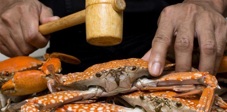 whack-a-crab-dinner-buffet-novotel-bangkok-silom-1