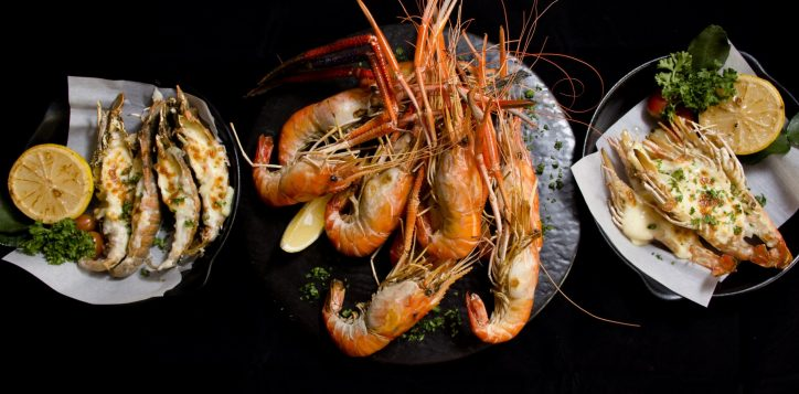 flaming-prawns-rock-lobsters-where-on-sale