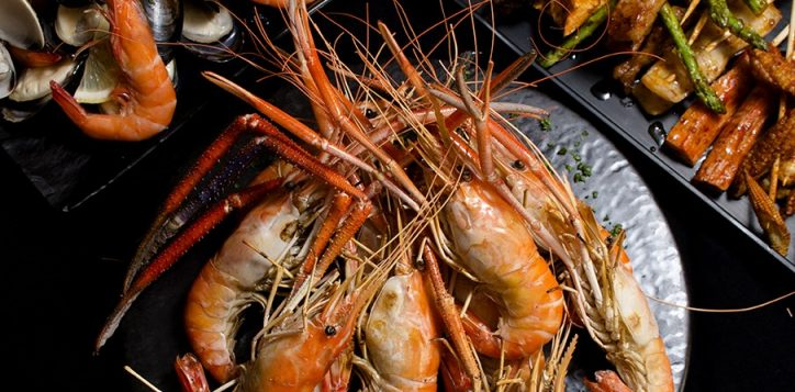 flaming-prawn-and-rock-lobster_047
