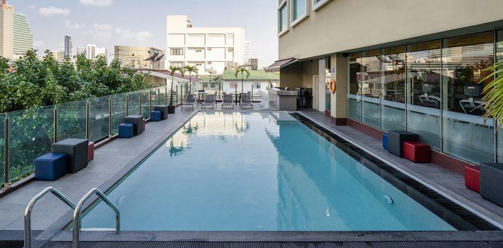 novotel-bangkok-fenix-silom-swimming-pool-3