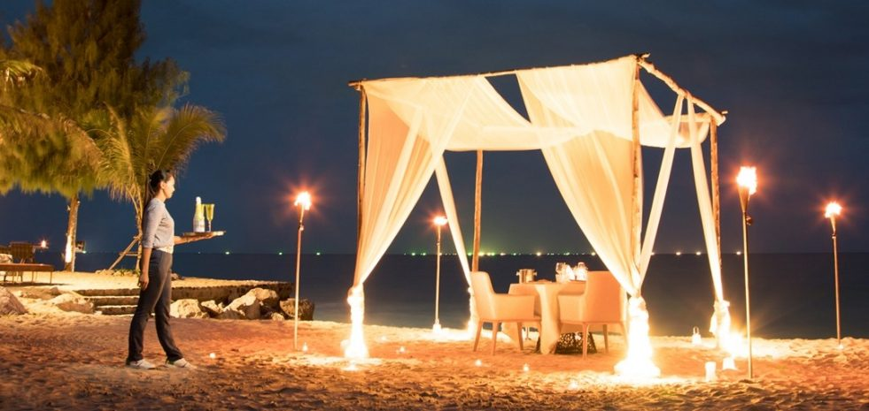 cabana-private-beach-dinner
