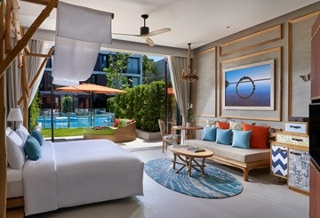 SO Lofty Pool Access bedroom