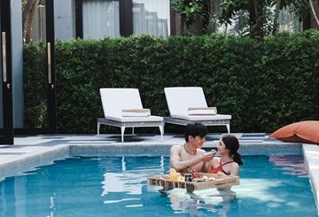 Hua Hin Pool Villa - SO Pool Villa couple