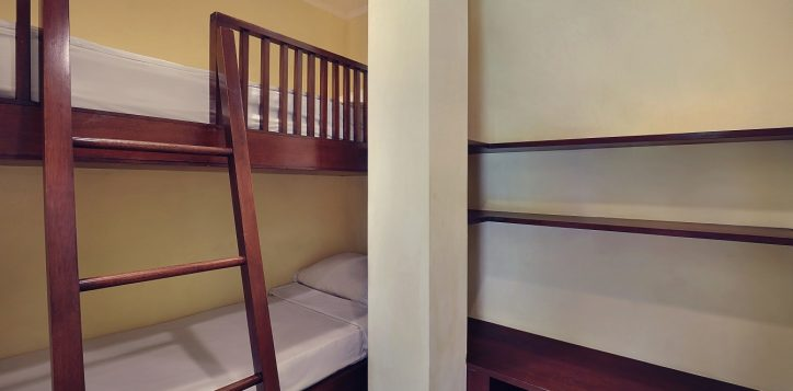 family-suites-king-children-bunk-beds