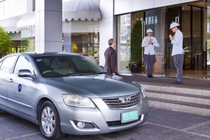 Limousine Service at the entrance of Grand Mercure Bangkok Fortune
