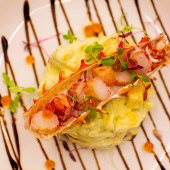 giant-alaskan-king-crab-with-avocado-salad