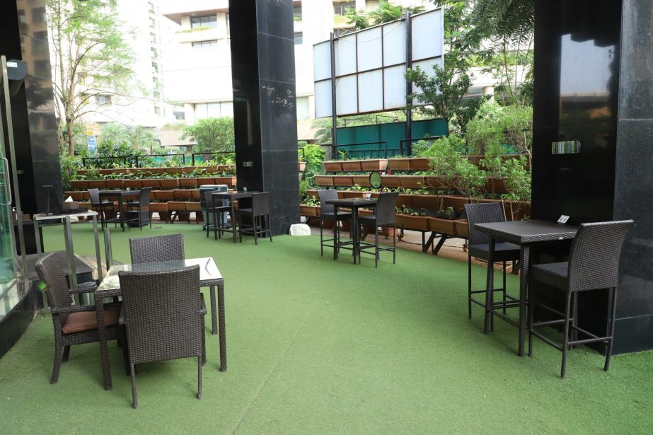 artisan-bar-garden-lounge