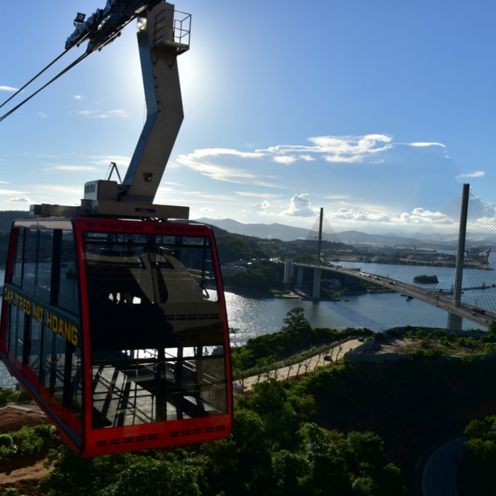 queen-cable-car-and-sun-wheel