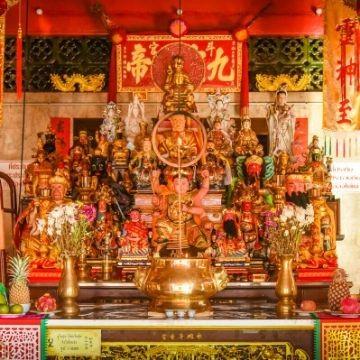 Jui Tui with Chinese God