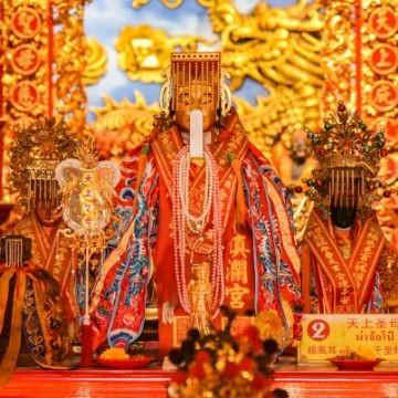 Sam San Shrine with Chinese God
