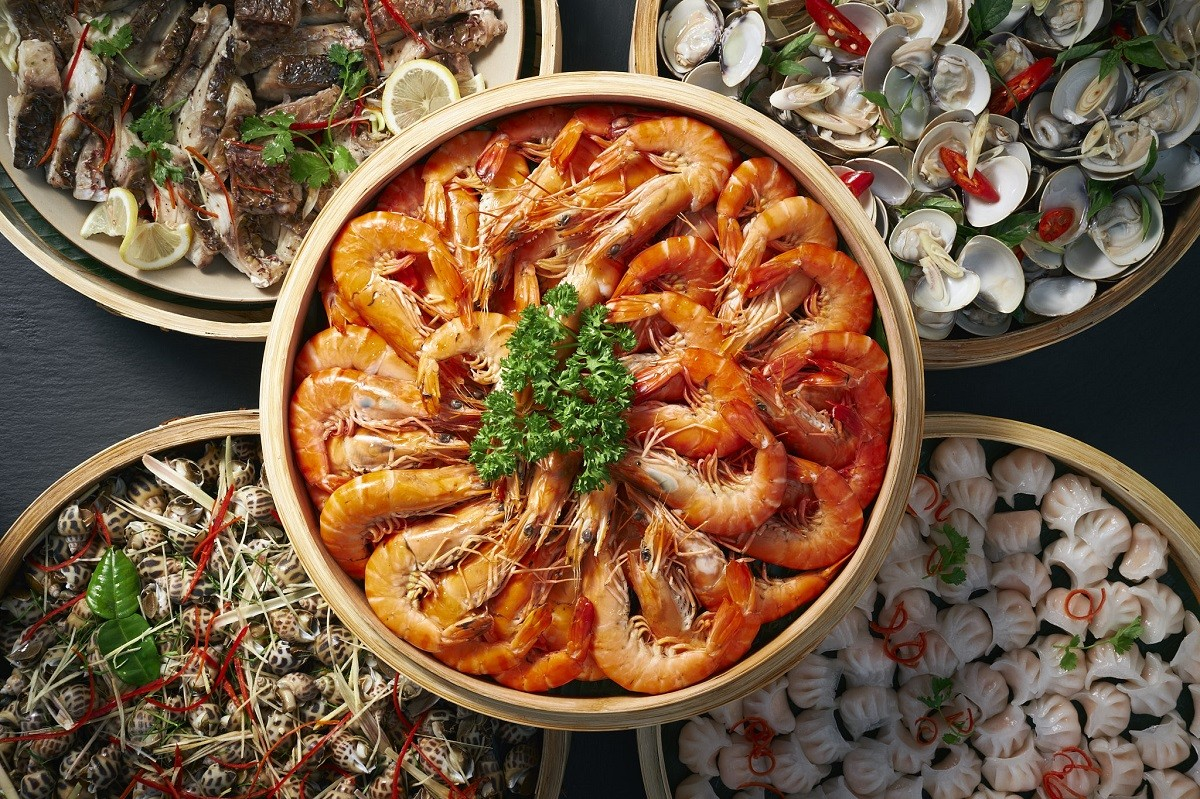 sunday beach bbq buffet in danang at azure beach lounge seafood market – available every sunday in january 2019