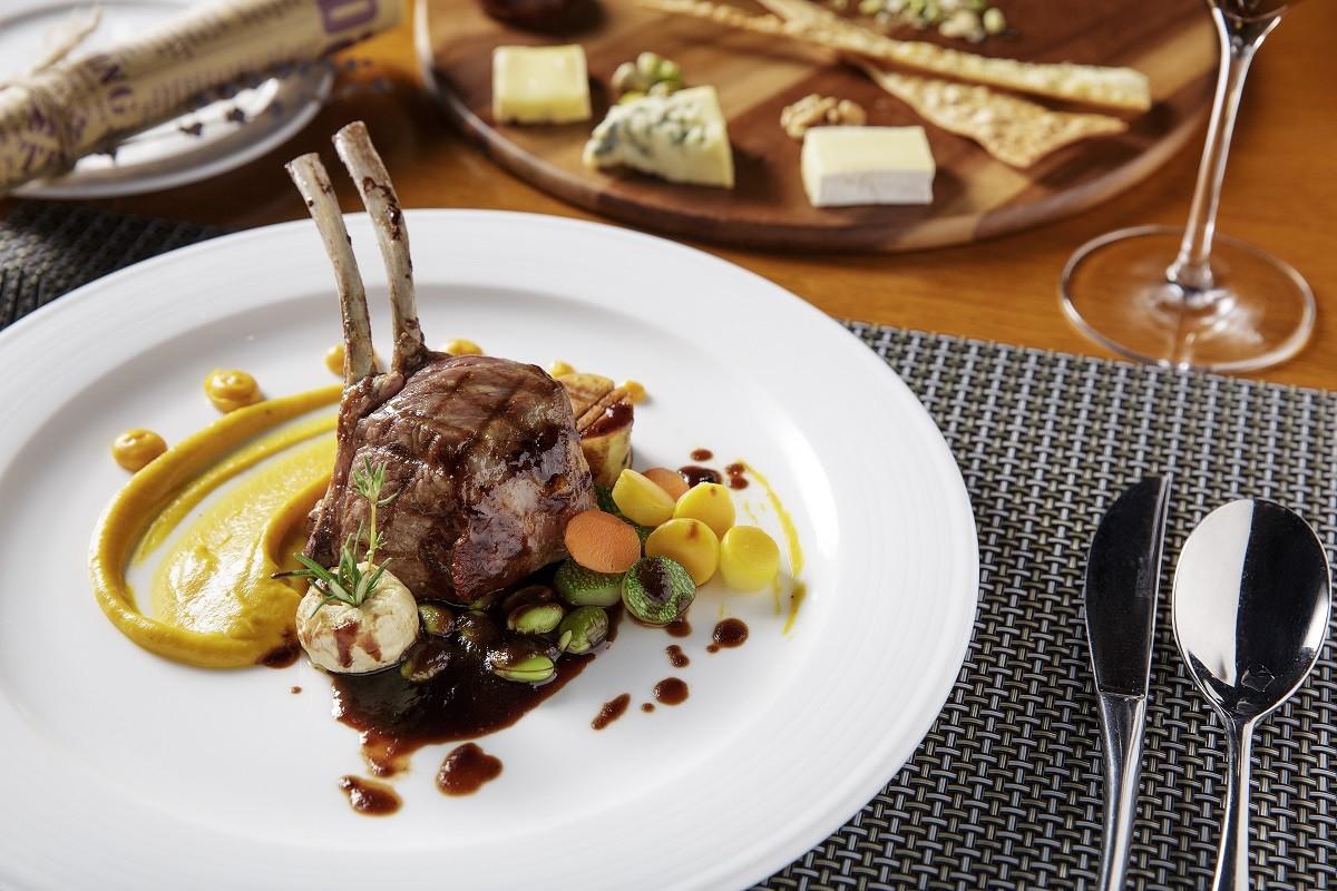 perfect dinning - set menu at luxury restaurant in danang - azure beach lounge goût de france