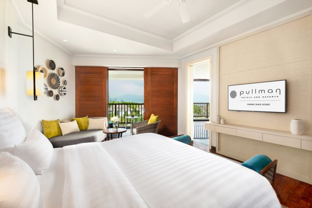 JuniorSuite_Bed-and-view
