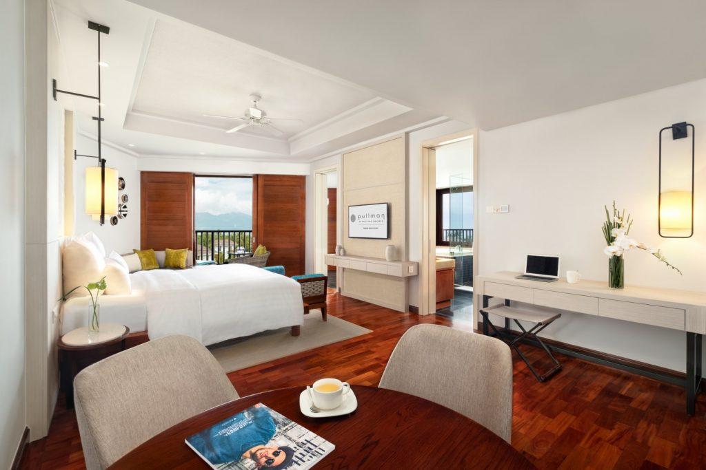 JuniorSuite_Overview-Bedroom-living-space