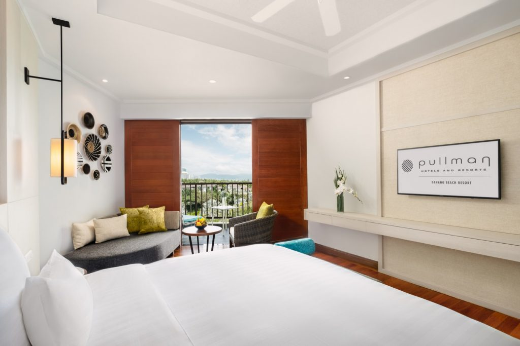 DeluxeBayView-King_Bed-and-View_Pullman-Danang-Beach-Resort_5-Star-Hotel