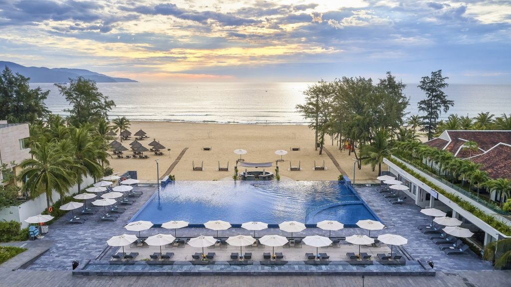 Pullman-Danang-Beach-Resort_-5-Star-Hotels_Accor-Hotels_Beach-Front_My-Khe-Beach-1