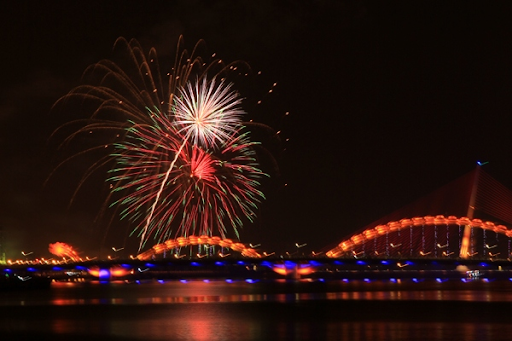 dragon-bridge-and-firework-phao-hoa-tren-cau-rong-danang-discovery-4-famous-bridge-in-danang-restaurant-near-me-experience-in-danang-pullman-danang-beach-resort