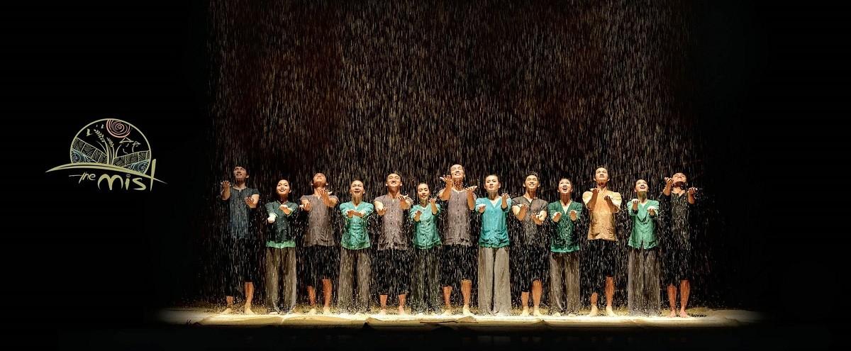 À-ố-SHow-at-Hoian-Lune-Center-À-ố-Show-tại-trung-tâm-biểu-diễn-nghệ-thuật-Hội-An-Da-Nang-festival-Pullman-Danang-Biểu-diễn-nghệ-thuật-ở-Đà-Nẵng-Get-A-Chance-To-Discover-Cultural-shows-in-Danang-and-Hoian