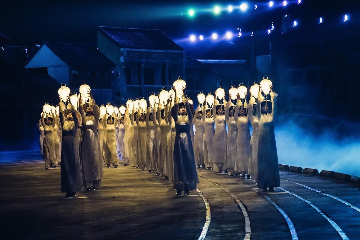 Kí-ức-Hội-An-Hoian-Memories-Da-Nang-festival-Pullman-Danang-Biểu-diễn-nghệ-thuật-ở-Đà-Nẵng-resort-in-Danang-Get-A-Chance-To-Discover-Cultural-shows-in-Danang-and-Hoian