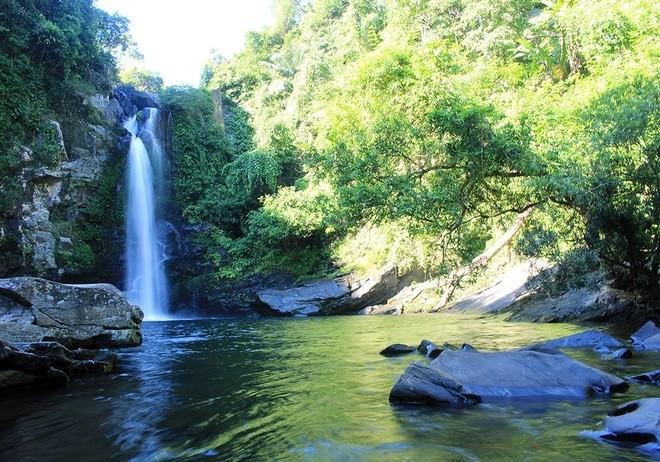 gieng-troi-waterfall-danang-streams-and-lakes