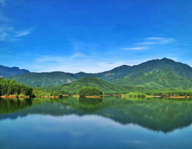beautiful-danang-streams-and-lakes-to-discover