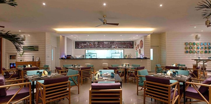 azure-beach-lounge-pullman-danang-3
