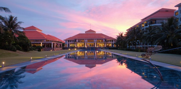 full-size-sunset_pullman-danang-beach-resort_-5-star-hotels_accor-hotels-1-2