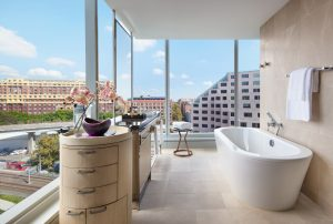 Sofitel-Sydney-Darling-Harbour-Hotel-Luxury-Corner-Bathroom