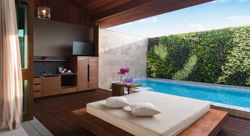 executive-suite-and-private-pool