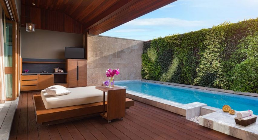executive-suite-with-1-king-size-bed-and-private-pool