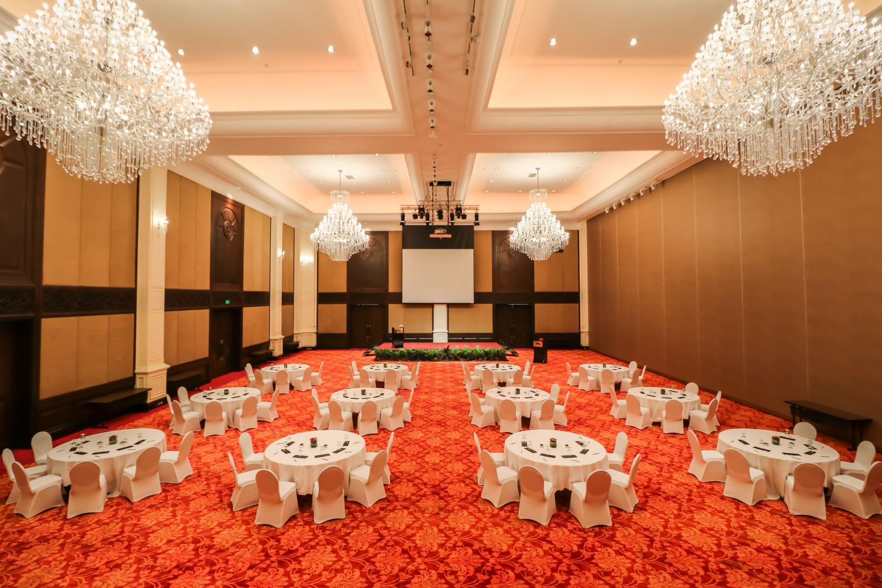 Ballroom-2-Cluster-Set-up.jpg