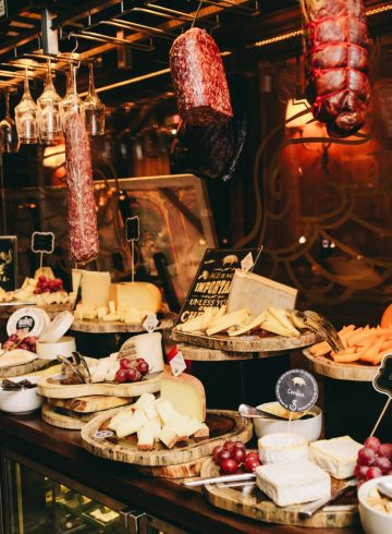 delicatessen-night